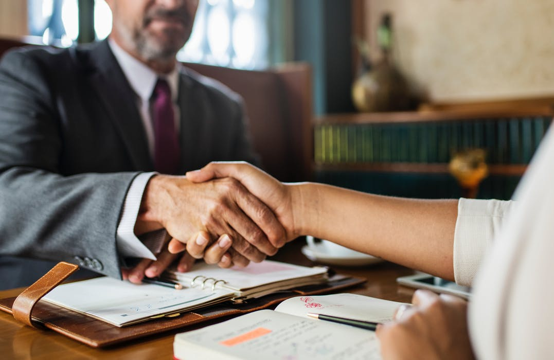 divorce lawyer and client having an agreement