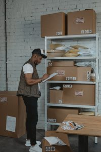 Worker doing an inventory inside a 3pl warehouse